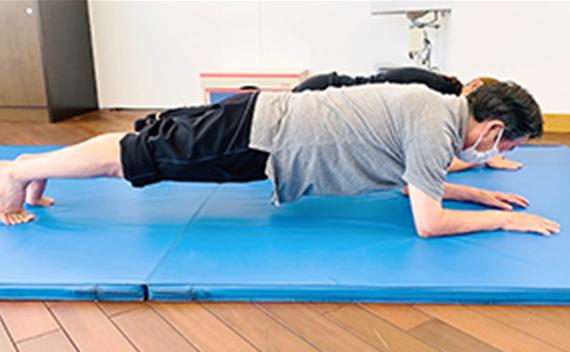 マット上での下肢、体幹トレーニング